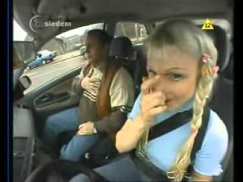 Блонди сдает на водительские права