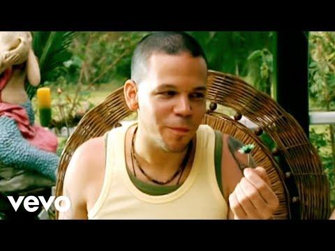 Calle 13 - Un Beso de Desayuno (Video)