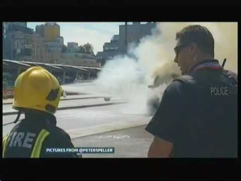 Black cab catches fire on Blackfriars Bridge (UK) - ITV London News - 18th July 2016