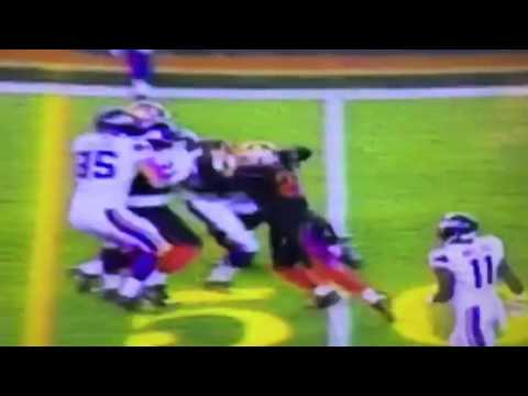Adrian Peterson Drags 49ers For First Down On MNF - Zennie62