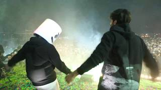 Marshmello and Kartik Aaryan dance battle to Luka Chuppi's Coca Cola song in Pune, India!