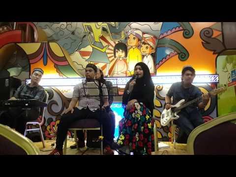Delicia Feat Kiki vocal and Hadi Bassist - Jalan Cinta  ( Cover Song Sherina )