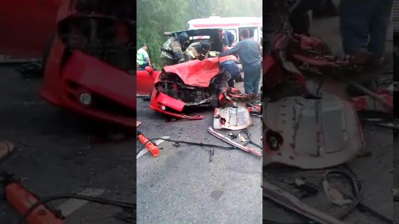 Иномарка стала грудой металла после ДТП на трассе в Кузбассе: есть пострадавший