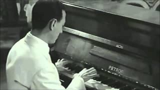 Renato Carosone - Tu vuo' fa' l'americano (original,1956,HQ,live,Eng video lyrics)