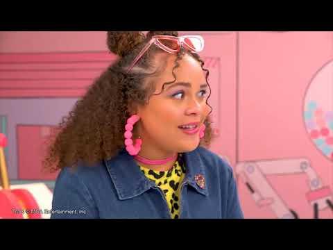 Barbie Ken için doğum günü masası hazırlıyor. Kukla videosu. Eğlenceli oyun