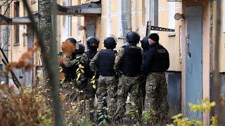 Полиция ведет переговоры с отцом, удерживающим в заложниках шестерых детей