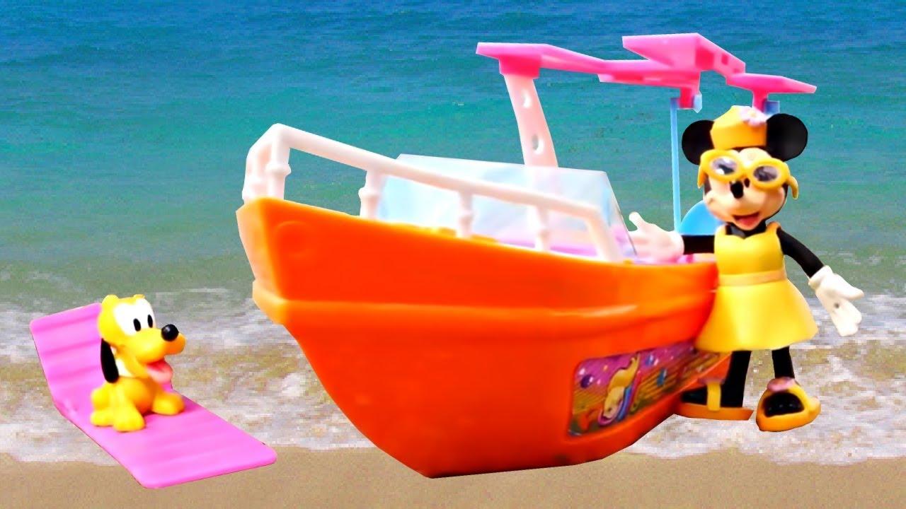 Vidéo en français pour les enfants. Mini va à la plage