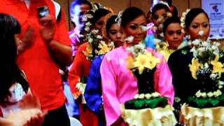 ALAN YENTOB EXPLORES WORLD SCRABBLE CHAMPIONSHIP 09 (finale)  by  chito salarza-grant