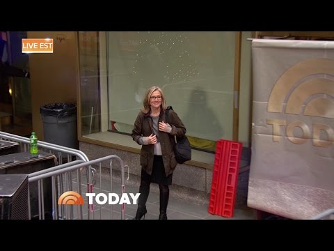 Meredith Vieira walking in boots - 5-Jan-2017