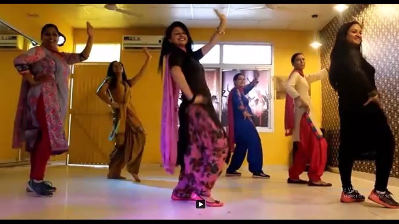 Awesome Dance Steps Bhangra by Girls - YouTube