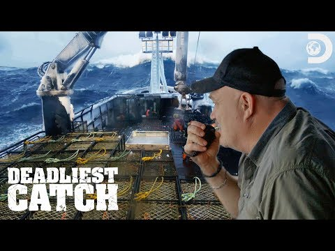 The Wizard Takes On An Arctic Storm | Deadliest Catch