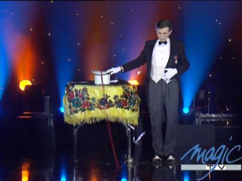 tour de magie carte le plus grand cabaret du monde