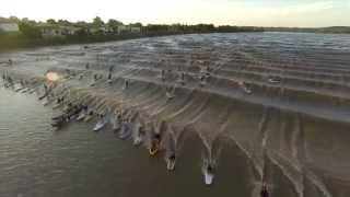 77 personnes surfent un mascaret en Gironde