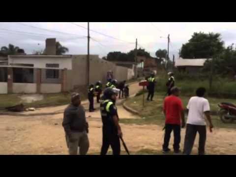 Enfrentamientos entre la policia y vecinos en Las Talitas