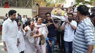 Ajay Devgn Emotional In Her Father Veeru Devgn Funeral With Aiswarya Rai, Abhishek Bachchan