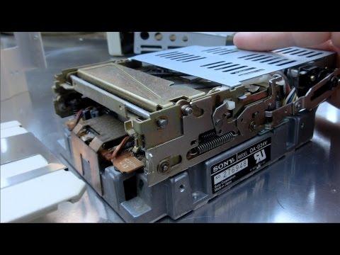 1984 Macintosh 128k restoration part 2: lubricate 400k floppy drive