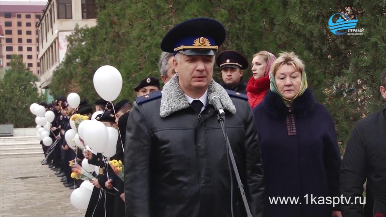 Сотрудники пограничного управления, представители администрации и горожане приняли участие в митинге посвященном 22 годовщине взрыва жилого дома в Каспийске