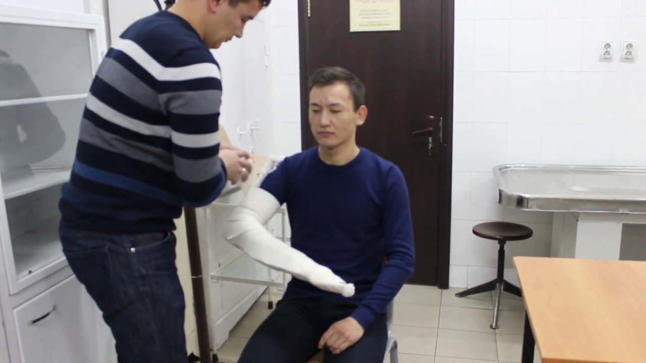 Наложение лестничной шины Крамера на предплечье