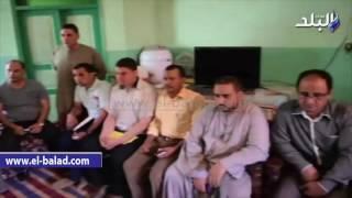بالفيديو والصور .. محافظ المنيا لأهالي المختطفين في ليبيا: لن نترك أبناءنا