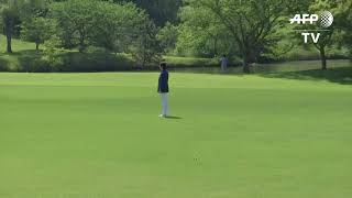 2f8Trump tees up Japan summit with Abe golf match