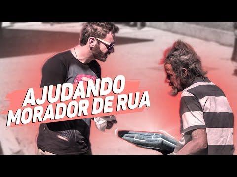 MORADORES DE RUA RECEBENDO UMA SURPRESA MAROTA