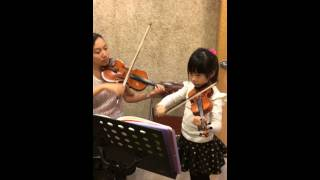 Ezri plays Toy Symphony (玩具交響曲) by Haydn with her violin teacher