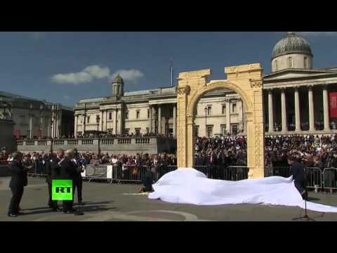 BoJo unveils Palmyra Arch replica in Trafalgar Square