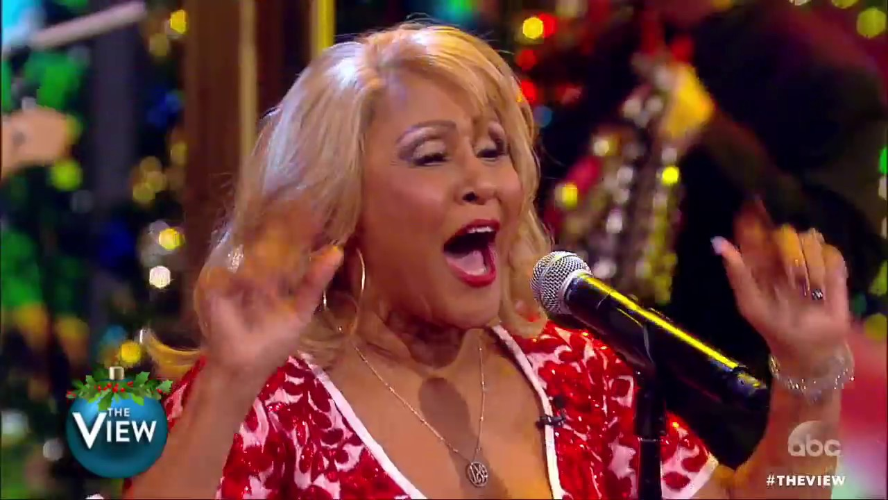 Darlene Love Christmas.A View Tradition Darlene Love Performs Christmas Baby Please Come Home The View