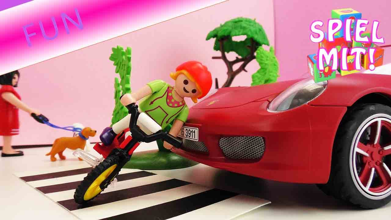 playmobil auto unfall porsche rammt kind auf zebrastreifen playmobil film story youtube. Black Bedroom Furniture Sets. Home Design Ideas
