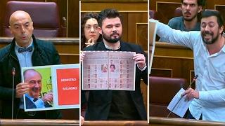 La oposición tira de carteles en el Congreso para avergonzar al Gobierno