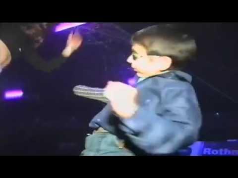 Nino Bailando Con Gafas Youtube