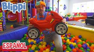 Blippi visita un patio de juegos (Fidgets Indoor Playground) | Videos de vehículos para niños