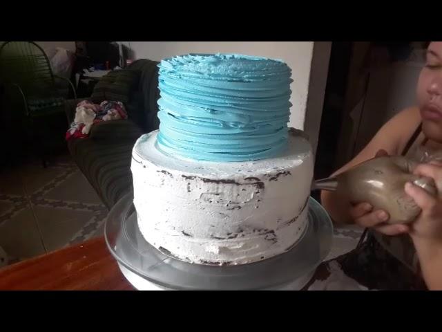 decorando bolo sonic com chantilly