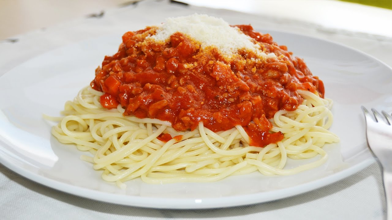 Spaghetti bolognese easy italian pasta recipe youtube forumfinder Images