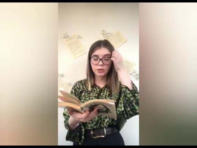 Изображение предпросмотра прочтения – АннаДорошенко читает произведение «Мертвые души» Н.В.Гоголя