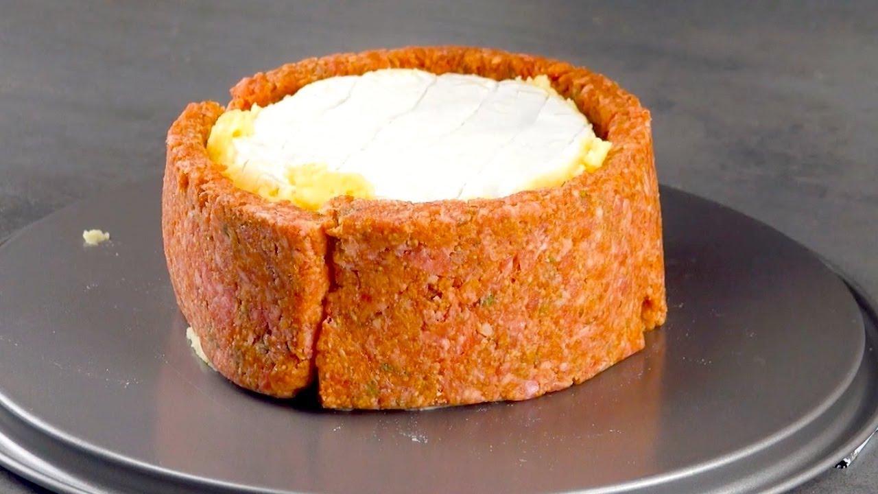 大興奮!!2つのカマンベールチーズをケーキ型に入れるこのレシピは世界を変える