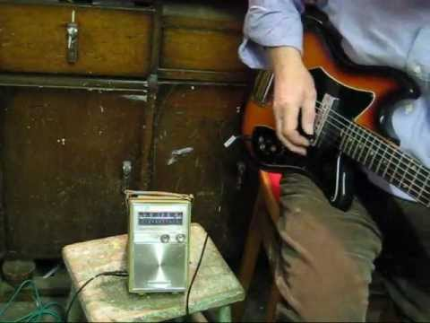 how to make a guitar amp from an old transistor radio youtube. Black Bedroom Furniture Sets. Home Design Ideas
