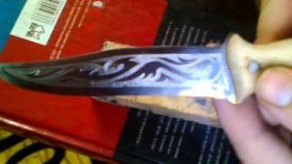 Гравировка на ноже.(группа в ВК http://vk.com/club97249835 Ручная гравировка бормашиной на лезвии самодельного ножа. JOIN VSP GROUP PARTNER PROGRAM:..., 2015-09-25T10:54:49.000Z)