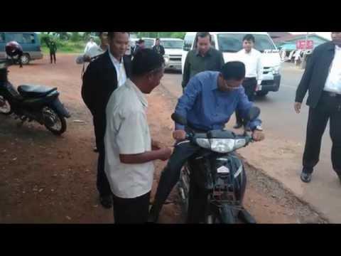 (VTC14)_Thủ tướng Campuchia bị phạt vì không đội mũ bảo hiểm