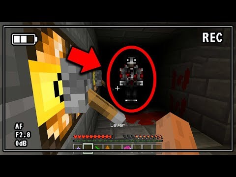 There's something TERRIFYING in this Minecraft Pocket Edition World... (Scary Minecraft Video)