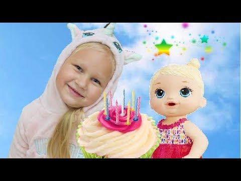 Alice celebrates the BIRTHDAY Kitten ! Make a cake and cookies for Baby Alive !
