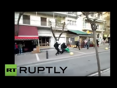 Greece: Police swoop on Athens square in anti-migrant operation