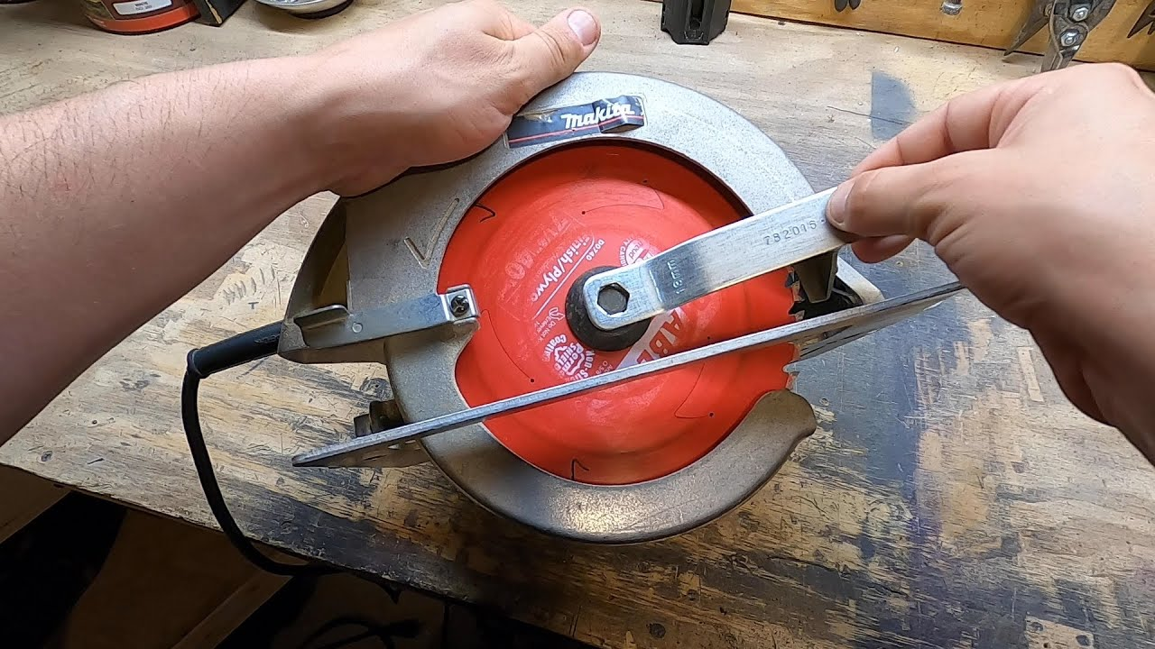 How to Remove Saw Blade With No Spindle Lock