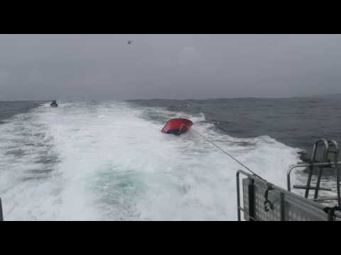 La  planeadora 'Rosa' recuperada por la patrullera de la Guardia Civil