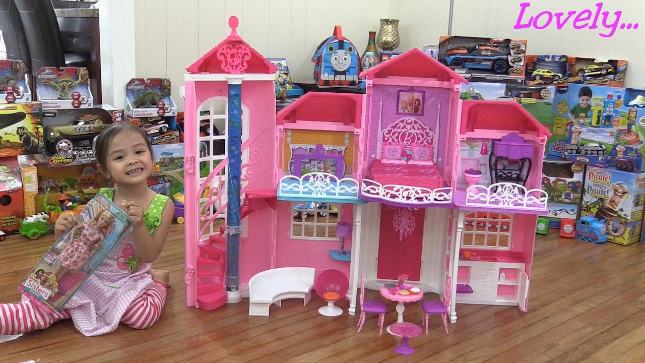 toys for little girls barbie malibu house unboxing assembling and playtime w maya youtube. Black Bedroom Furniture Sets. Home Design Ideas