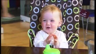 Видео демонстрация портативного детского стульчика Totseat(В этом коротком ролике наглядно продемонстрировано, как легко можно превратить взрослый стул в любом общес..., 2016-01-13T11:10:58.000Z)