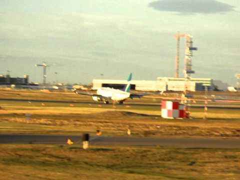 Westjet 737-700 Landing in Calgary International Airport