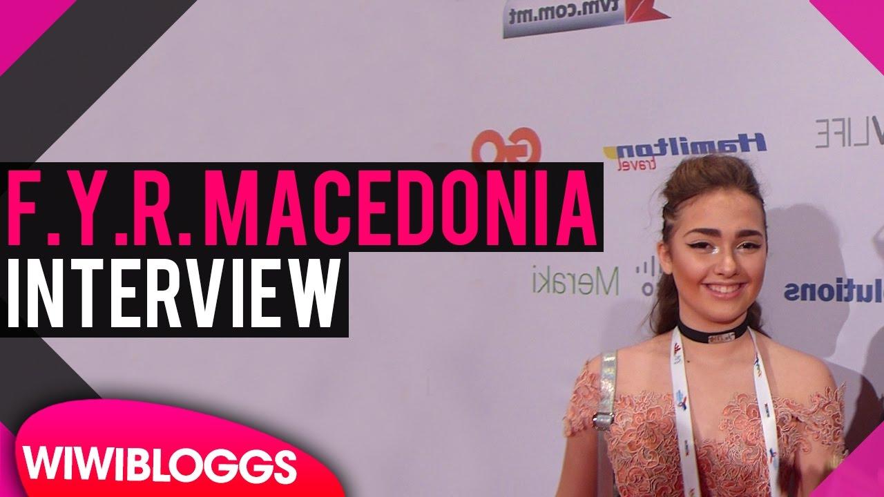 Мартија Станојковиќ на црвениот тепих пред детската Евровизија