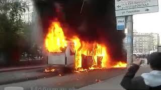 Фото Пассажирский автобус в Новосибирске взорвался в ДТП