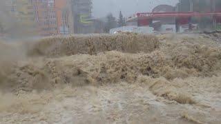 Воды по окна и волны как на море. Россия уходит под воду.